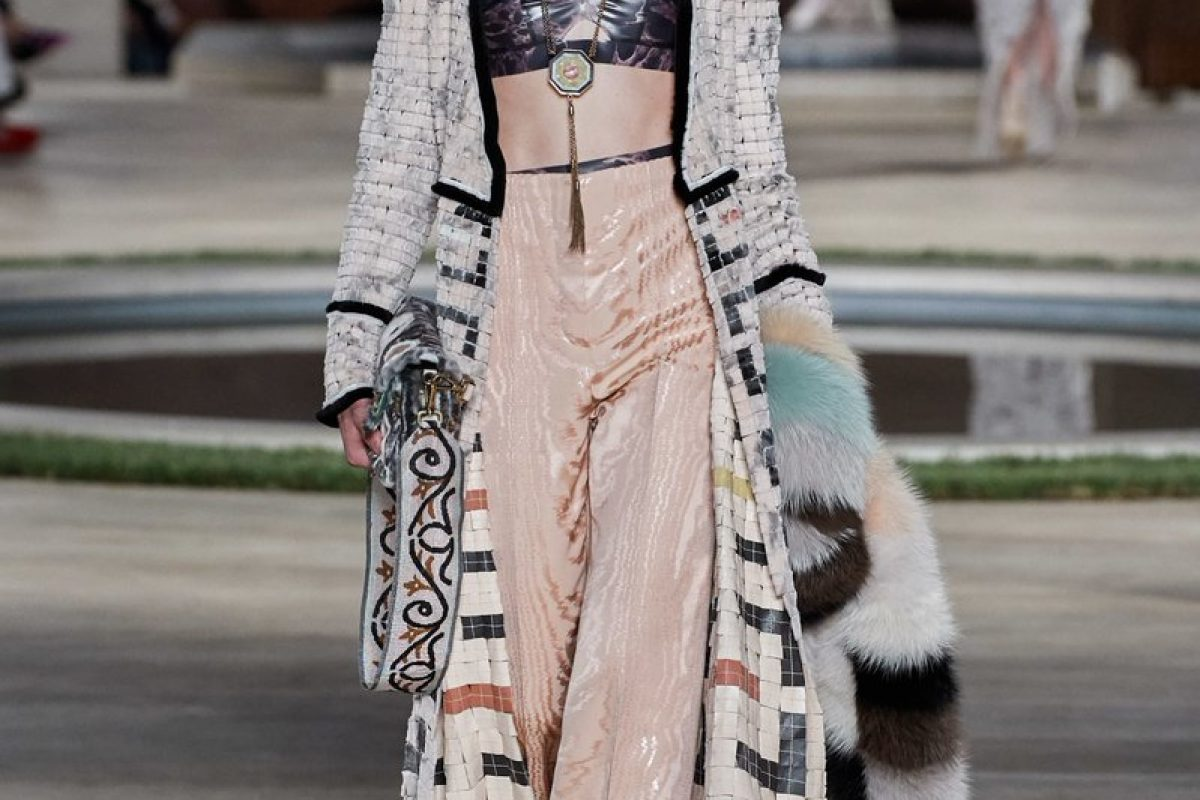 "<span class=""hot"">Hot <i class=""fa fa-bolt""></i></span> Fendi 