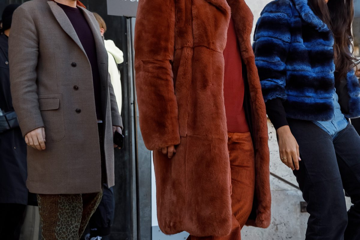"<span class=""hot"">Hot <i class=""fa fa-bolt""></i></span> Streetstyle @ Paris Fashion Week  