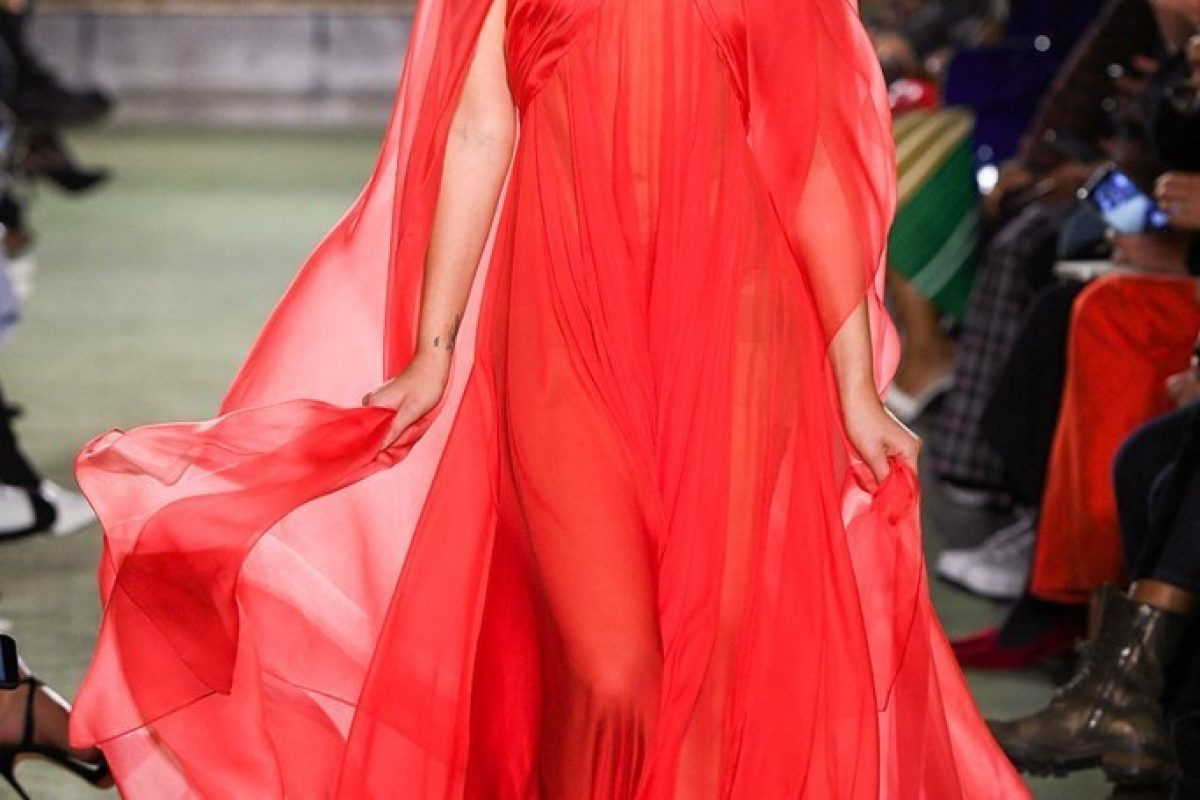 "<span class=""hot"">Hot <i class=""fa fa-bolt""></i></span> Brandon Maxwell 