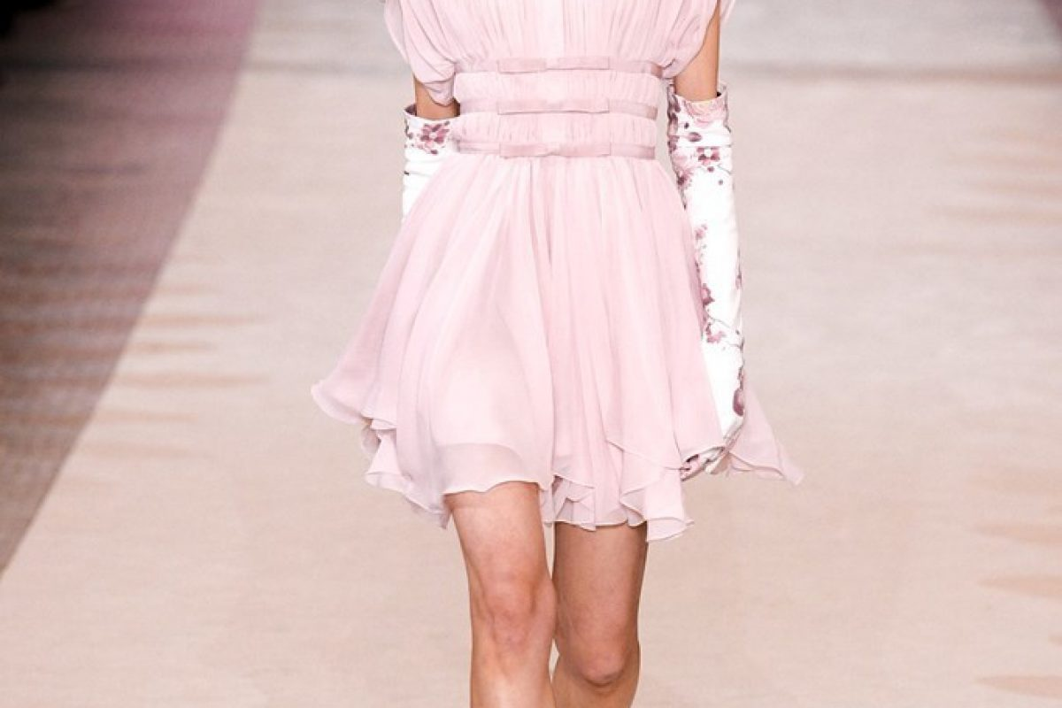 "<span class=""hot"">Hot <i class=""fa fa-bolt""></i></span> Giambattista Valli 