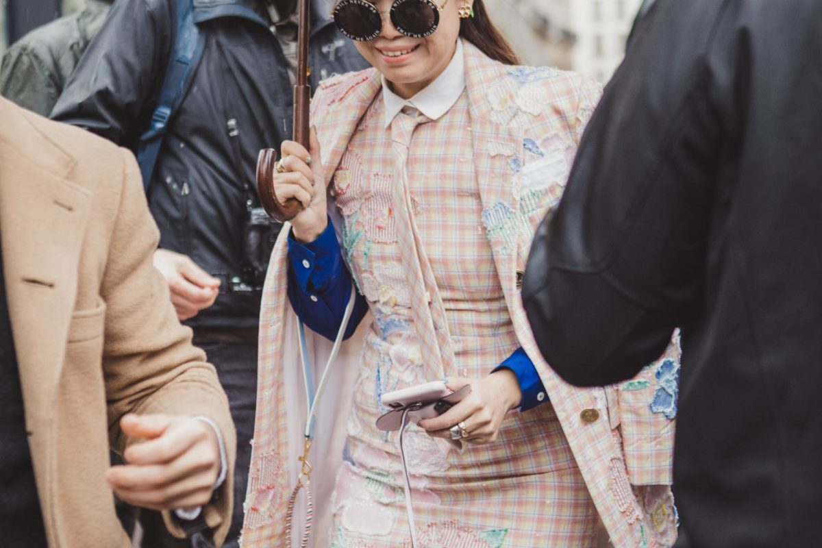 "<span class=""hot"">Hot <i class=""fa fa-bolt""></i></span> STREET STYLE @ PARIS FASHION WEEK 