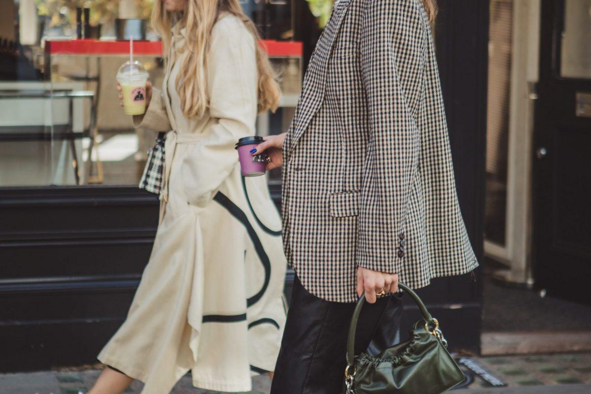 "<span class=""hot"">Hot <i class=""fa fa-bolt""></i></span> Street Style | London Fashion Week | September 2020 |"