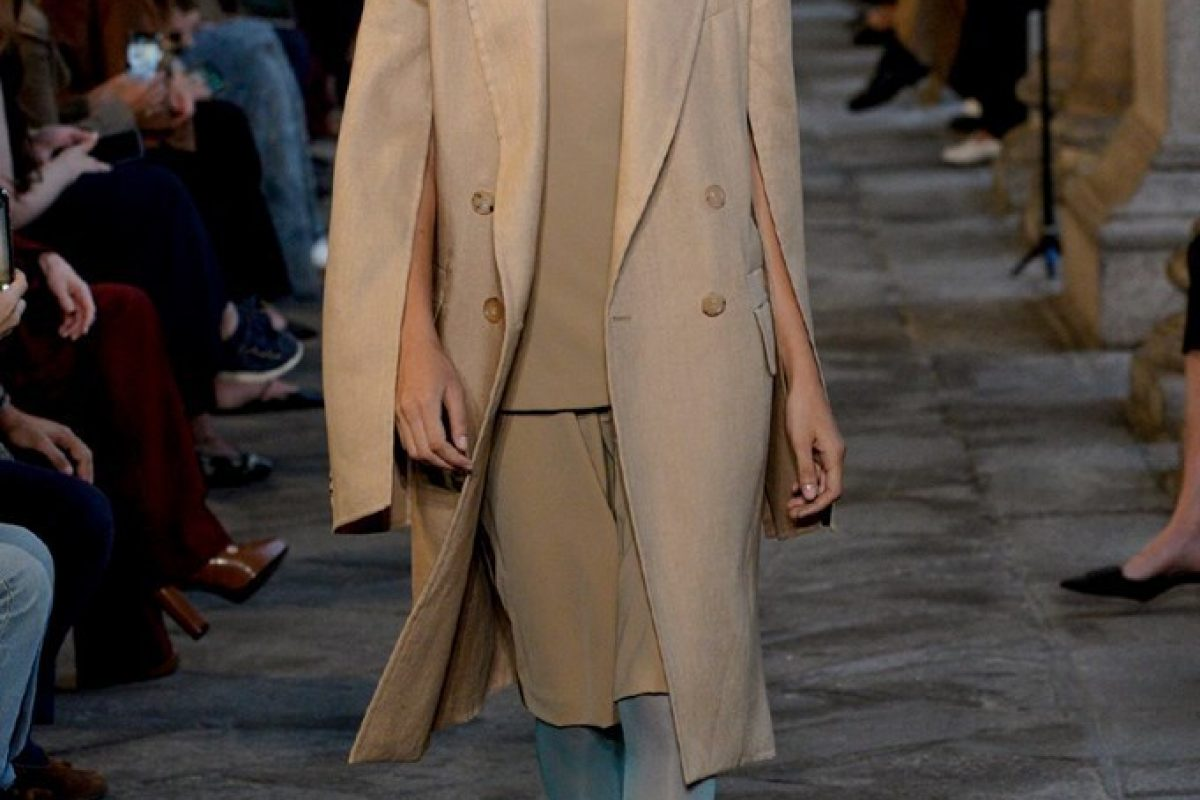 "<span class=""hot"">Hot <i class=""fa fa-bolt""></i></span> Max Mara 