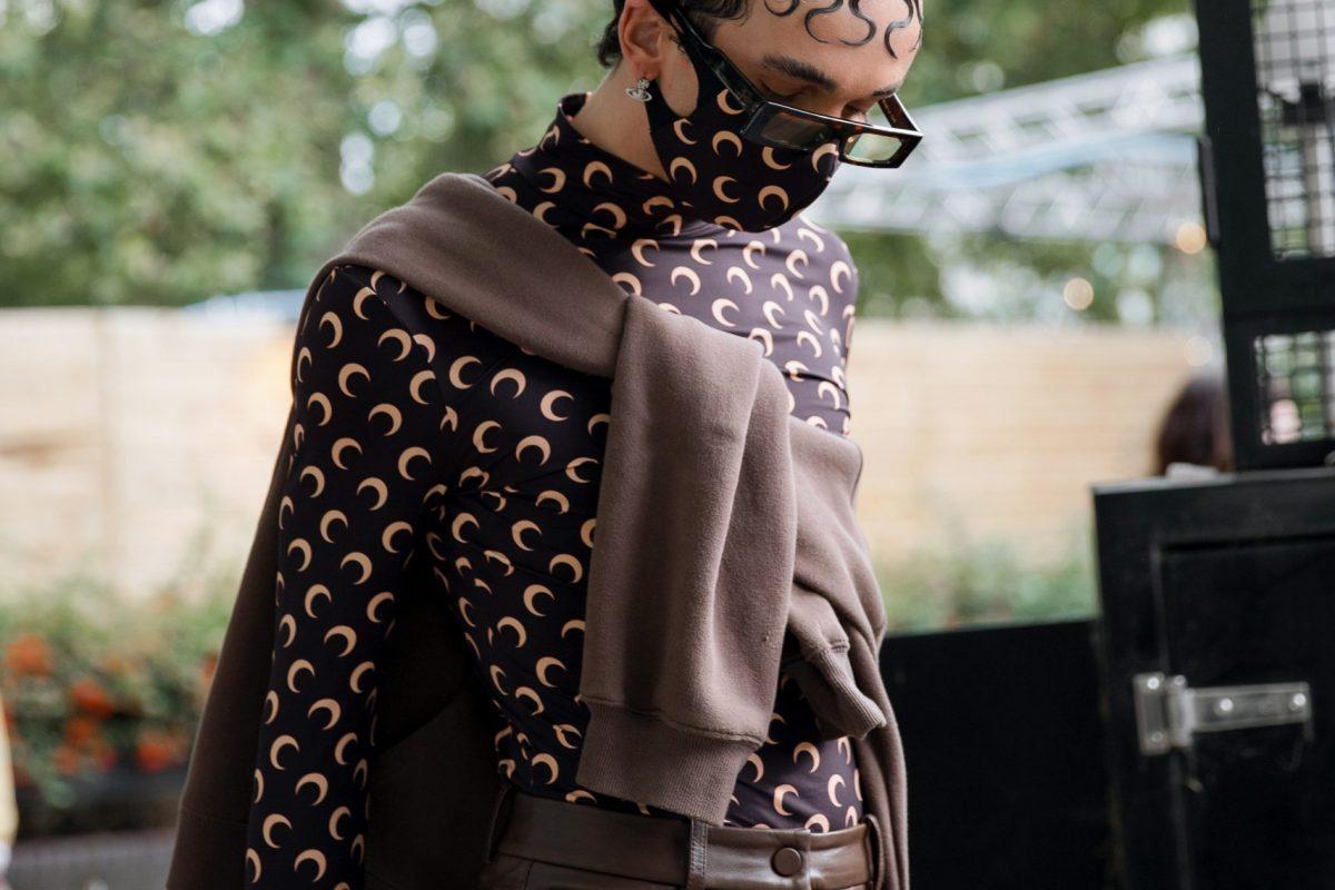 "<span class=""hot"">Hot <i class=""fa fa-bolt""></i></span> Street Style | London Fashion Week | September 2021 |"